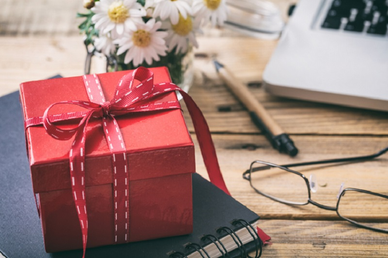 Special Birthday Gifts For Wife - Amaze Wife on Her Birthday